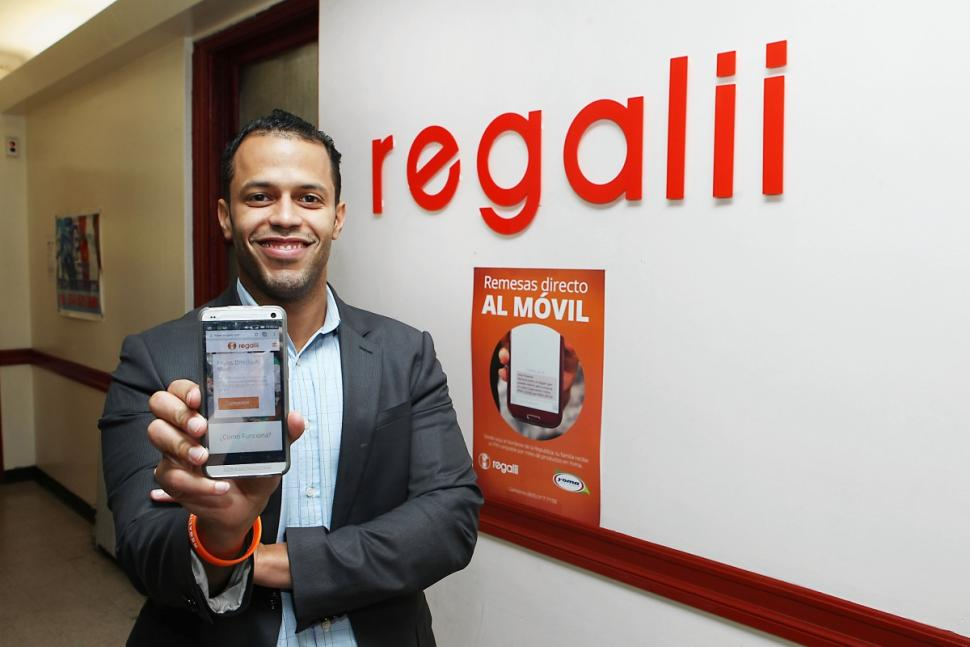 Edrizio De La Cruz, 33, came up with a new way to send his aunt in the Dominican Republican money and created one of Washington Heights' first tech startups.