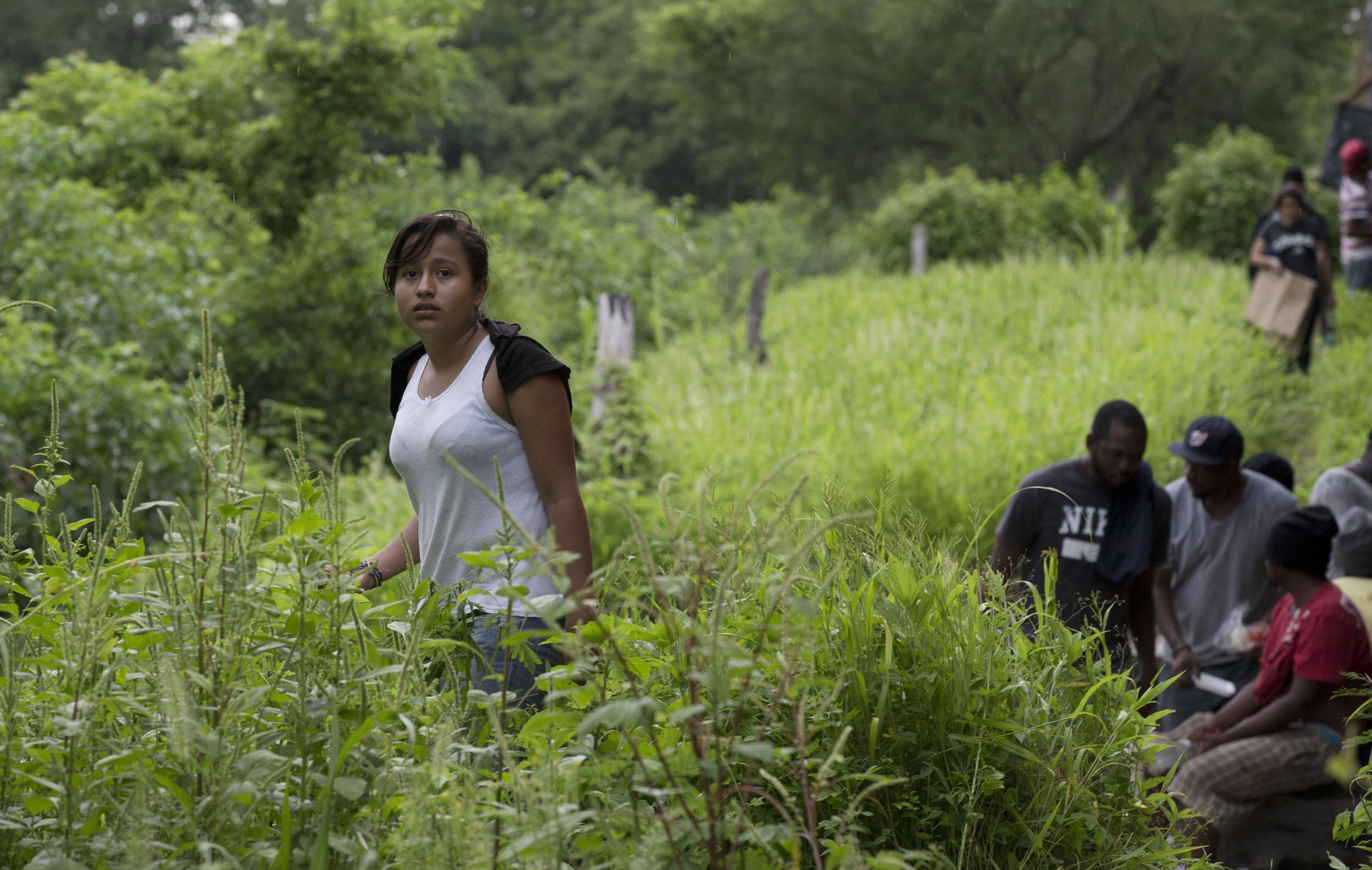 Image: Guatemalan migrant Gladys Chinoy, 14, waits along with more than 500 other migrants